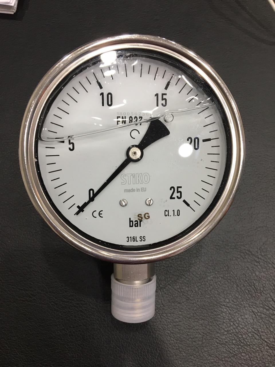 Đồng hồ áp suất có dầu