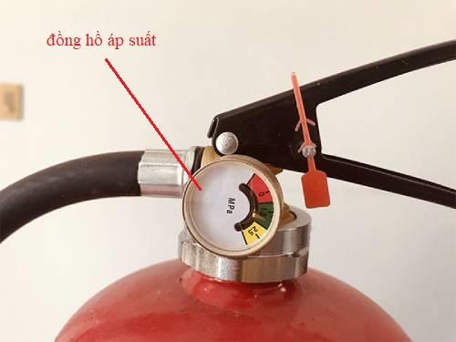 Đồng hồ áp suất trên bình chữa cháy